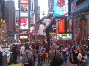 Kissing Statue in Times Square