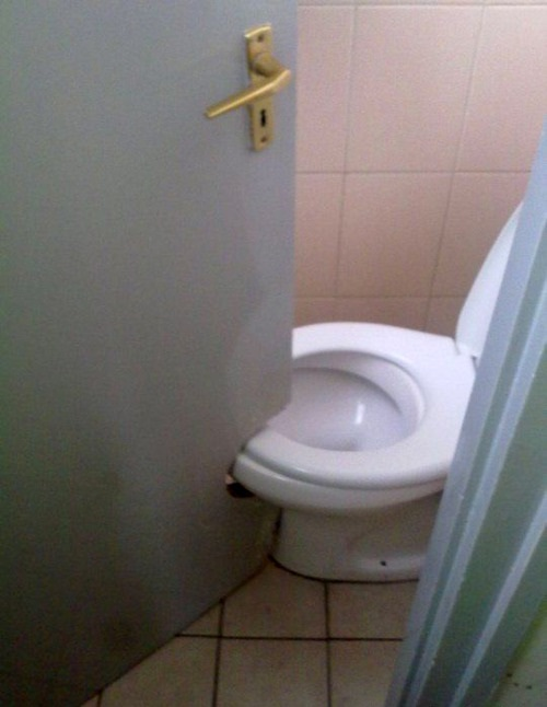 15-home-inspection-nightmares-toilet-door